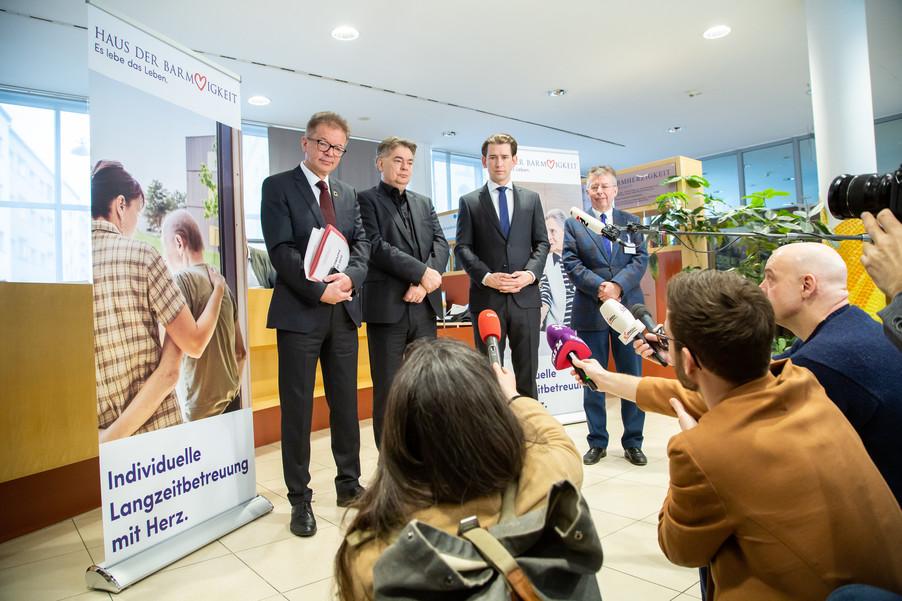 Bild 92 | Bundeskanzler Kurz, Vizekanzler Kogler und Sozialminister Anschober besuchen das Haus der ...