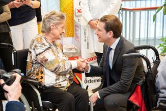 Bild 97 | Bundeskanzler Kurz, Vizekanzler Kogler und Sozialminister Anschober besuchen das Haus der ...