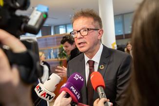 Bild 98 | Bundeskanzler Kurz, Vizekanzler Kogler und Sozialminister Anschober besuchen das Haus der ...