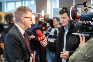 Bild 107 | Bundeskanzler Kurz, Vizekanzler Kogler und Sozialminister Anschober besuchen das Haus der ...
