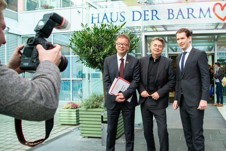 Bild 108 | Bundeskanzler Kurz, Vizekanzler Kogler und Sozialminister Anschober besuchen das Haus der ...