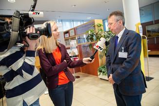 Bild 109 | Bundeskanzler Kurz, Vizekanzler Kogler und Sozialminister Anschober besuchen das Haus der ...