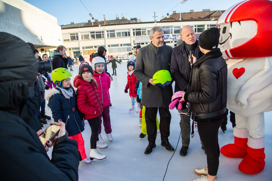 Bild 25 | Helm schützt - auch beim Eislaufen