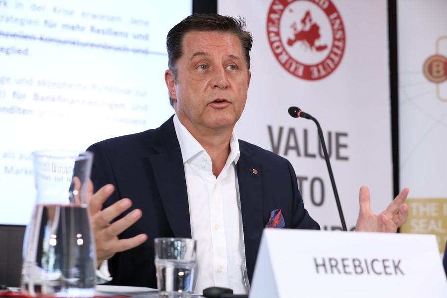 Bild 22 | EBI-STUDIE: So wertvoll und nachhaltig sind Österreichs Markenunternehmen: 1.Red Bull, ...