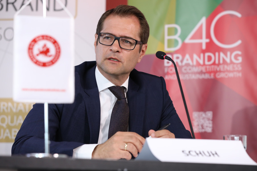 Bild 24 | EBI-STUDIE: So wertvoll und nachhaltig sind Österreichs Markenunternehmen: 1.Red Bull, ...