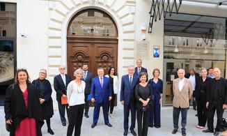 Bild 1 | Kulturstadträtin Veronica Kaup-Hasler / Jeanne Wolff Bernstein, Beiratsvorsitzende der Sigmund ...