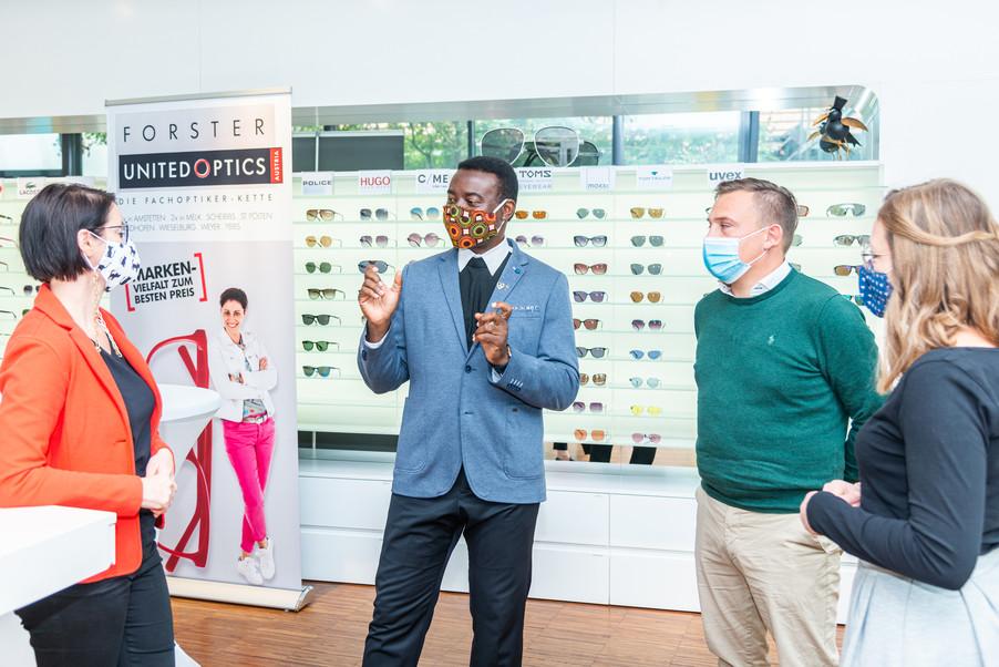 Bild 18   Auftakt der Aktion Brillensammlung für Afrika