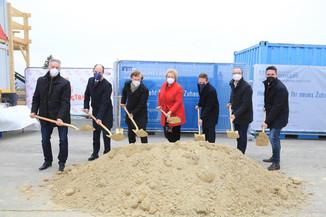 Bild 1 | La Vie En Rose: Spatenstich mit prominenter Begleitung für 42 neue Wohneinheiten in Eisenstadt