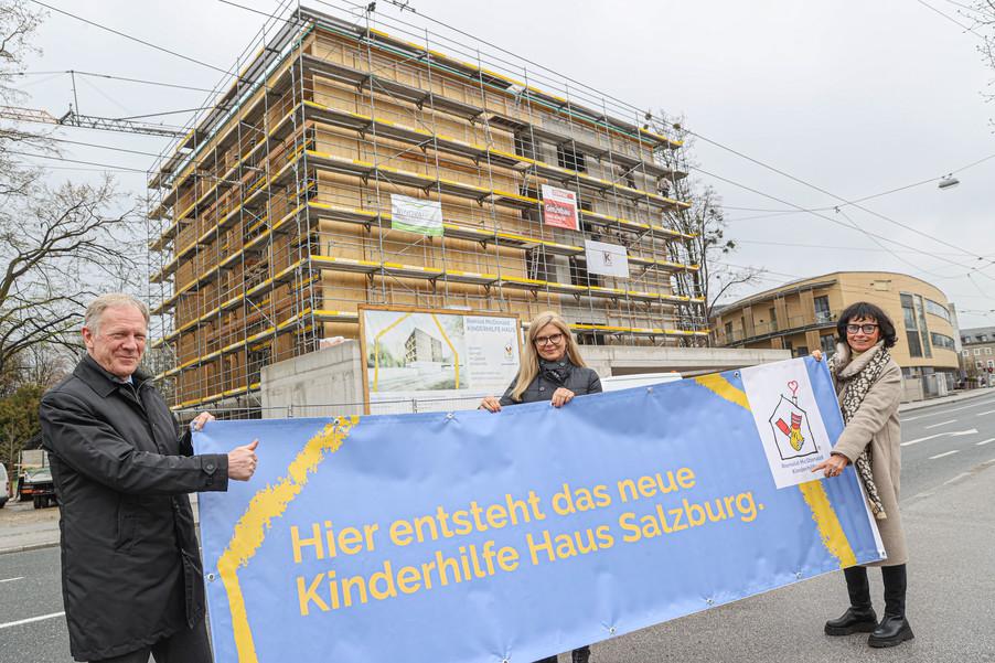 Bild 1   SALZBURG - 2021-04-20: Gleichenfeier für neues Ronald McDonald Kinderhilfe Haus in Salzburg  Im ...