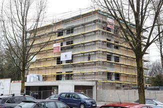 Bild 4   SALZBURG - 2021-04-20: Gleichenfeier für neues Ronald McDonald Kinderhilfe Haus in Salzburg ...