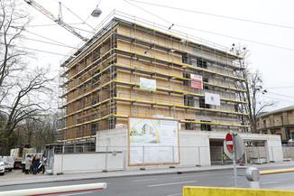 Bild 5   SALZBURG - 2021-04-20: Gleichenfeier für neues Ronald McDonald Kinderhilfe Haus in Salzburg ...
