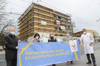 Bild 9   SALZBURG - 2021-04-20: Gleichenfeier für neues Ronald McDonald Kinderhilfe Haus in Salzburg  Im ...