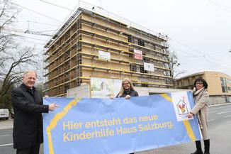 Bild 13   SALZBURG - 2021-04-20: Gleichenfeier für neues Ronald McDonald Kinderhilfe Haus in Salzburg  Im ...