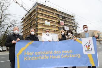 Bild 16   SALZBURG - 2021-04-20: Gleichenfeier für neues Ronald McDonald Kinderhilfe Haus in Salzburg ...