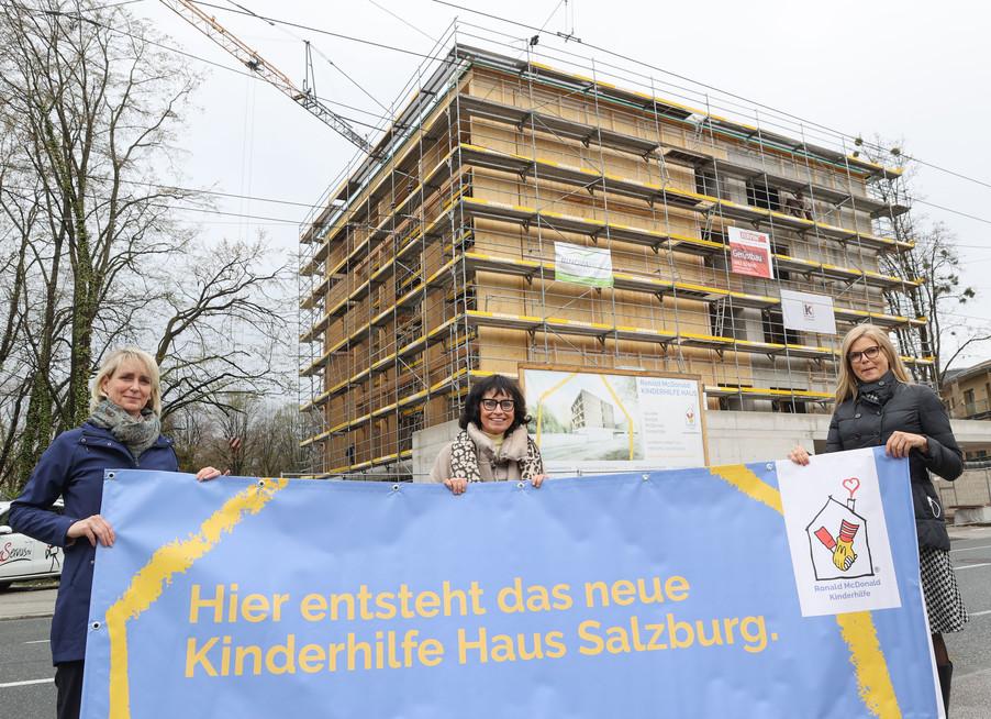 Bild 18   SALZBURG - 2021-04-20: Gleichenfeier für neues Ronald McDonald Kinderhilfe Haus in Salzburg ...