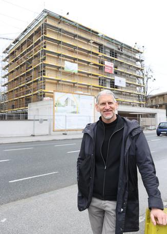 Bild 24   SALZBURG - 2021-04-20: Gleichenfeier für neues Ronald McDonald Kinderhilfe Haus in Salzburg  Im ...