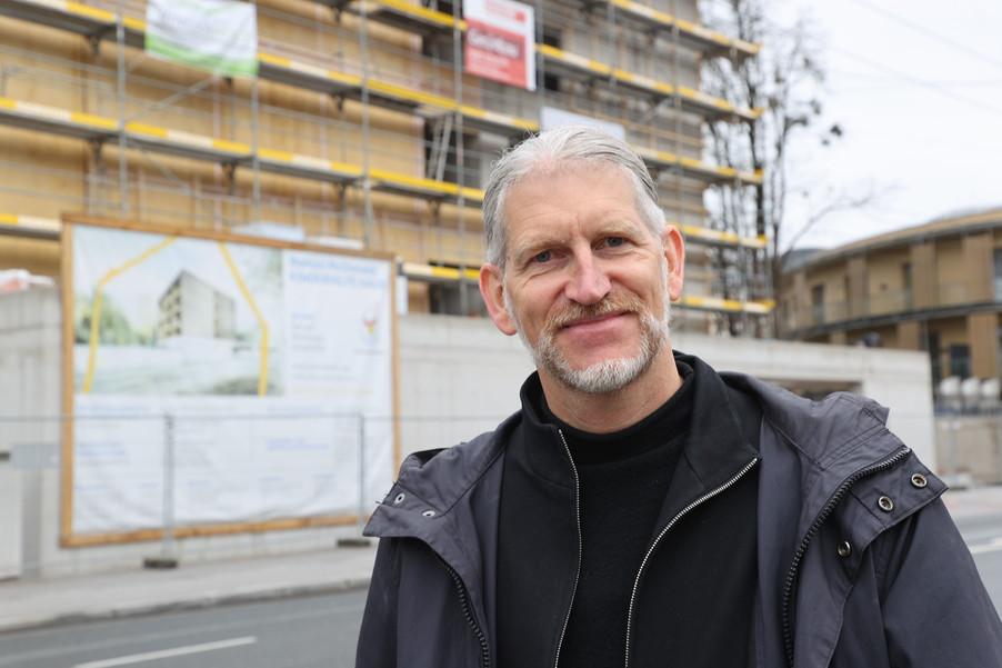 Bild 28   SALZBURG - 2021-04-20: Gleichenfeier für neues Ronald McDonald Kinderhilfe Haus in Salzburg  Im ...