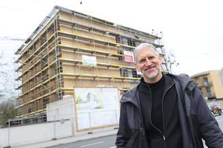 Bild 29   SALZBURG - 2021-04-20: Gleichenfeier für neues Ronald McDonald Kinderhilfe Haus in Salzburg  Im ...