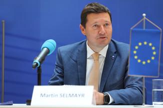 Bild 9   Pressegespräch mit Martin Selmayr