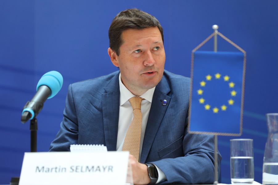Bild 10   Pressegespräch mit Martin Selmayr