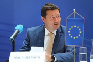 Bild 12   Pressegespräch mit Martin Selmayr
