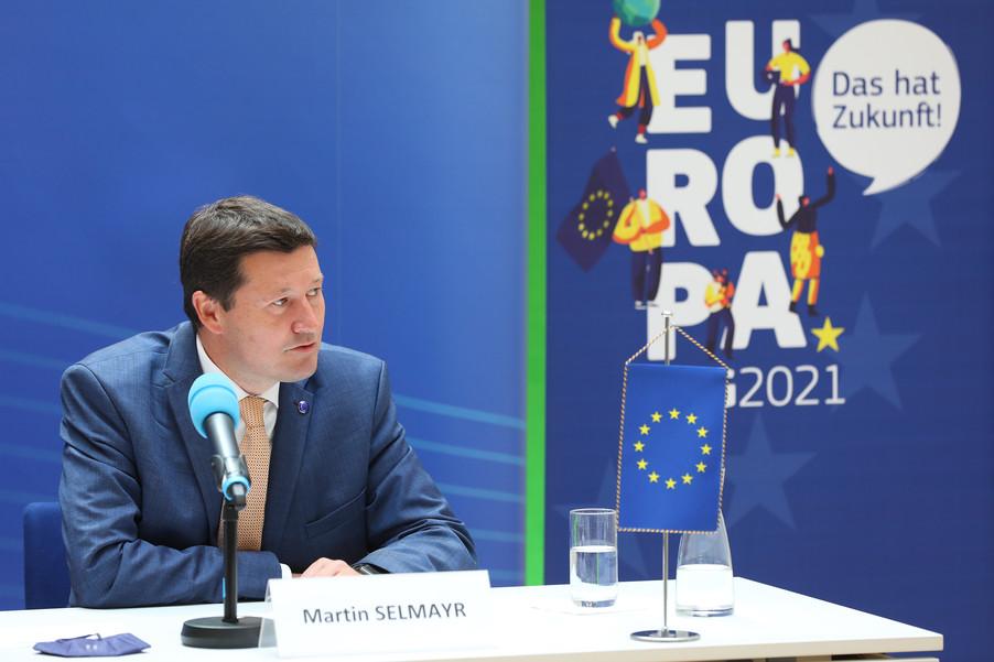 Bild 14   Pressegespräch mit Martin Selmayr