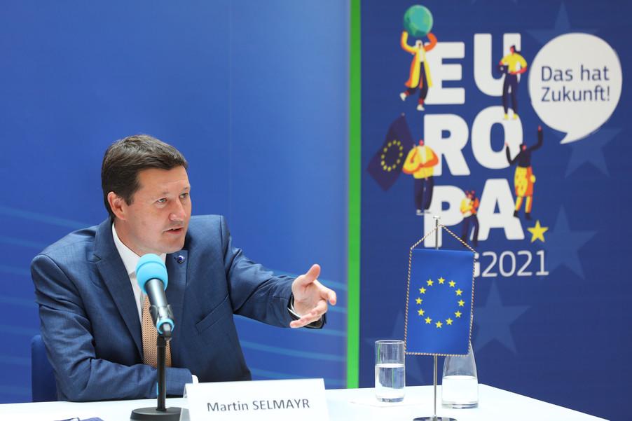 Bild 17   Pressegespräch mit Martin Selmayr
