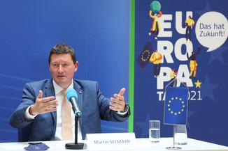 Bild 21   Pressegespräch mit Martin Selmayr