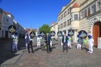 """Bild 2   Verkehrssicherheitsaktion """"Helm auf ihr Helden"""""""
