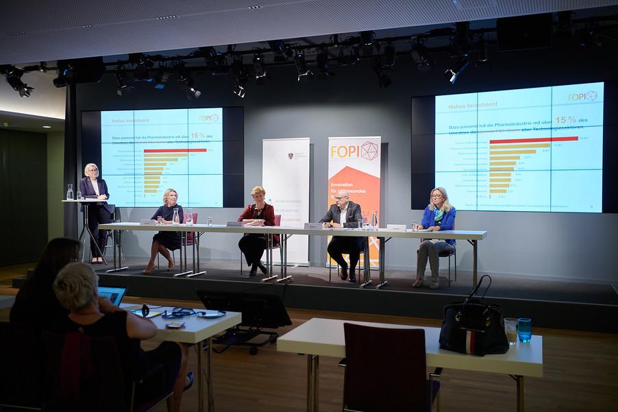 """Bild 15   Presse-Round-Table """"Arzneimittel-Innovationen 2020"""""""
