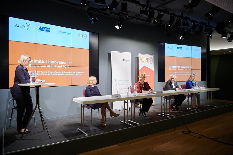 """Bild 16   Presse-Round-Table """"Arzneimittel-Innovationen 2020"""""""