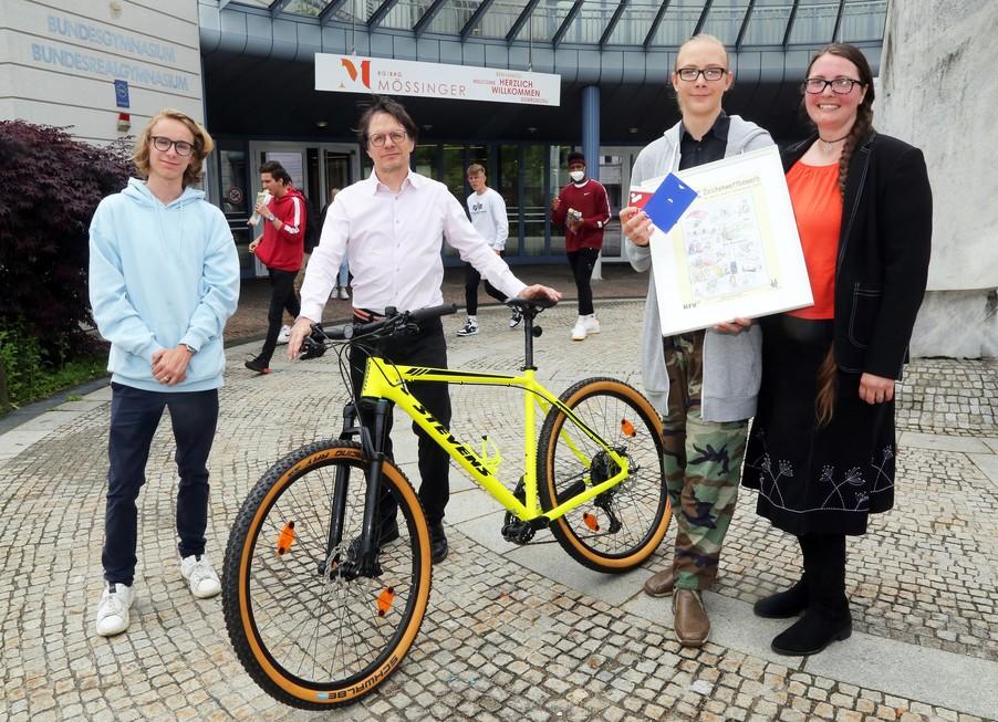 Bild 10   Schüler der BG BRG Mössinger gewinnt 1. Platz bei österreichweitem Zeichenwettbewerb