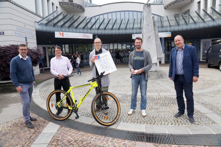 Bild 1   Schüler der BG BRG Mössinger gewinnt 1. Platz bei österreichweitem Zeichenwettbewerb