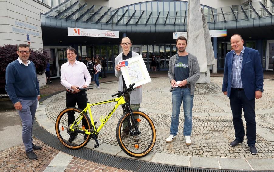 Bild 3   Schüler der BG BRG Mössinger gewinnt 1. Platz bei österreichweitem Zeichenwettbewerb