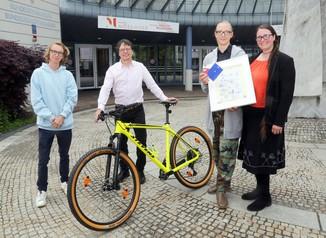Bild 13   Schüler der BG BRG Mössinger gewinnt 1. Platz bei österreichweitem Zeichenwettbewerb