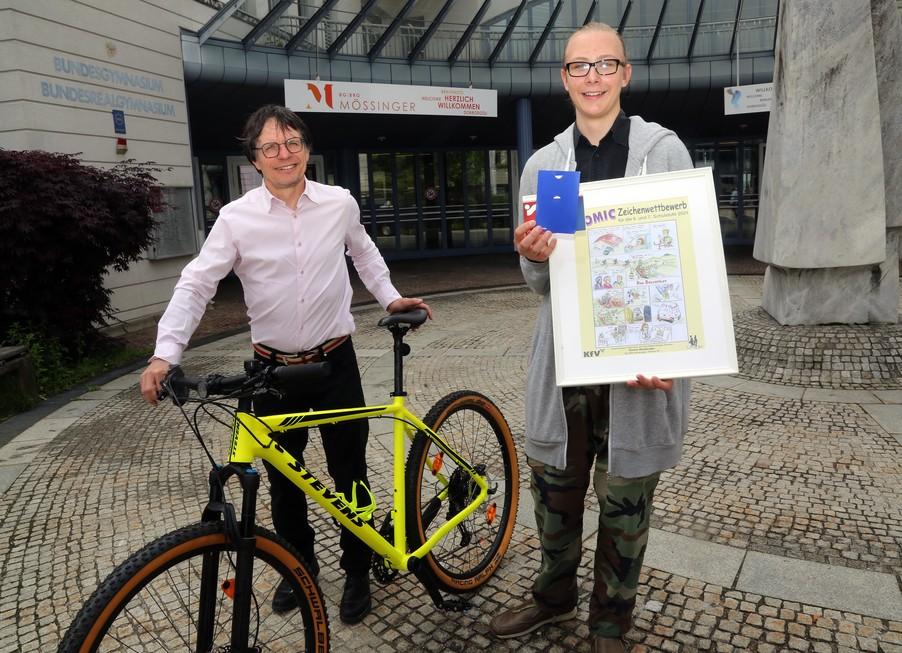 Bild 16   Schüler der BG BRG Mössinger gewinnt 1. Platz bei österreichweitem Zeichenwettbewerb