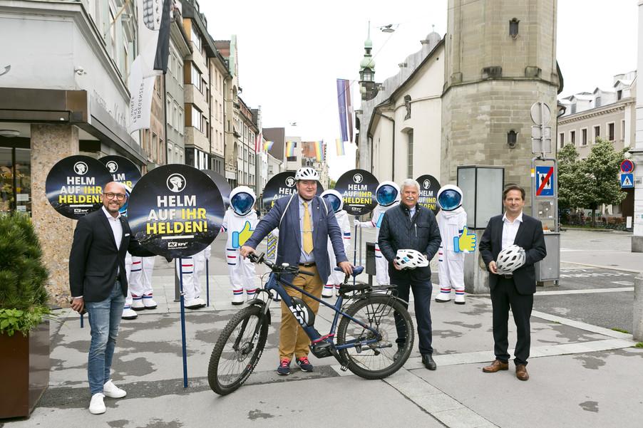 Bild 2 | Bregenz am 8.6.2021, APA KFV Kuratorium fuer Verkehrssicherheit, Event Nr. 0128.21, Gruppenfoto mit ...