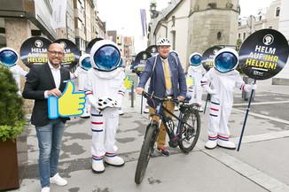 Bild 7 | Bregenz am 8.6.2021, APA KFV Kuratorium fuer Verkehrssicherheit, Event Nr. 0128.21, Gruppenfoto mit ...