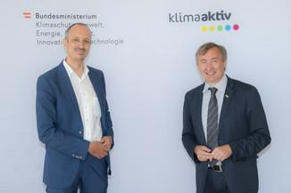 Bild 1 | Im Bild: Jürgen Schneider (Klimaschutzministerium) und Herbert Greisberger (ENU)