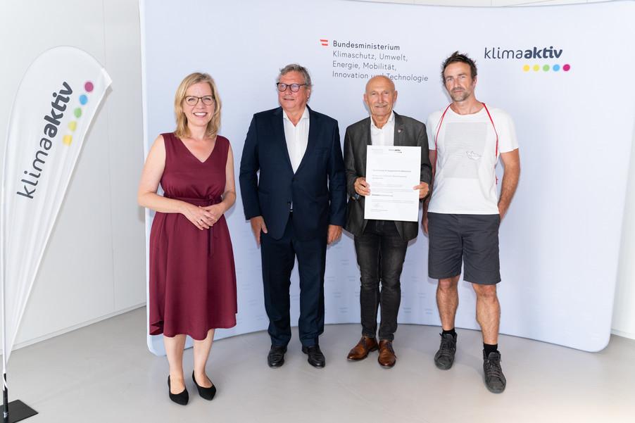 Bild 9   klimaaktiv Gold Auszeichnung für die Planung des Bio-Instituts der HBLFA Raumberg-Gumpenstein