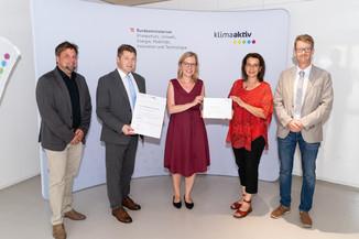 Bild 28   klimaaktiv Gold Auszeichnung für die Sanierung des Gemeindeamts Neumarkt.