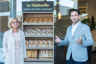 Bild 6 | LH Mikl-Leitner überzeugt sich vom Erfolg des Waldviertler Bäckereibetriebes