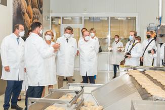 Bild 9 | LH Mikl-Leitner überzeugt sich vom Erfolg des Waldviertler Bäckereibetriebes
