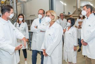 Bild 11 | LH Mikl-Leitner überzeugt sich vom Erfolg des Waldviertler Bäckereibetriebes