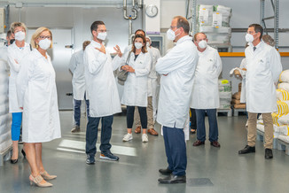 Bild 12 | LH Mikl-Leitner überzeugt sich vom Erfolg des Waldviertler Bäckereibetriebes