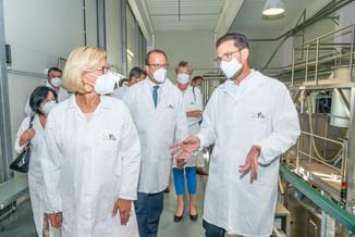 Bild 19 | LH Mikl-Leitner überzeugt sich vom Erfolg des Waldviertler Bäckereibetriebes