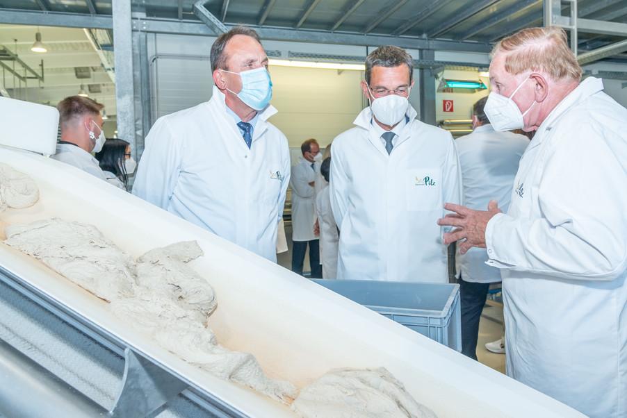 Bild 22 | LH Mikl-Leitner überzeugt sich vom Erfolg des Waldviertler Bäckereibetriebes