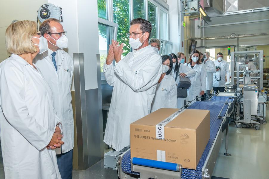 Bild 26 | LH Mikl-Leitner überzeugt sich vom Erfolg des Waldviertler Bäckereibetriebes