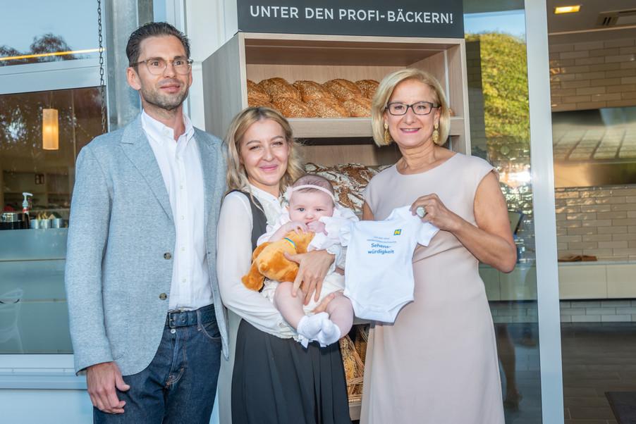 Bild 4 | LH Mikl-Leitner überzeugt sich vom Erfolg des Waldviertler Bäckereibetriebes