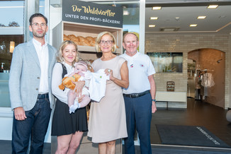 Bild 2 | LH Mikl-Leitner überzeugt sich vom Erfolg des Waldviertler Bäckereibetriebes